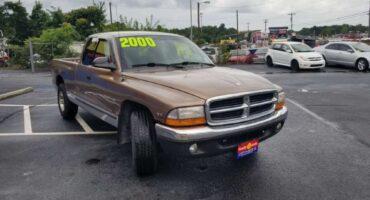 Dodge Dakota 2000 Gold
